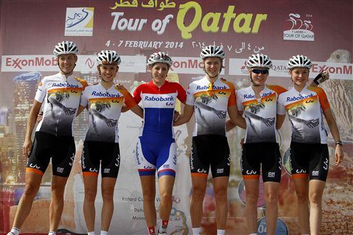 ik, Kasia, Lucinda, Thalita, Anna en Roxane voor de start van de eerste etappe (foto Cor Vos)